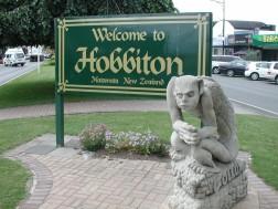 Hobbiton_sign_in_Matamata